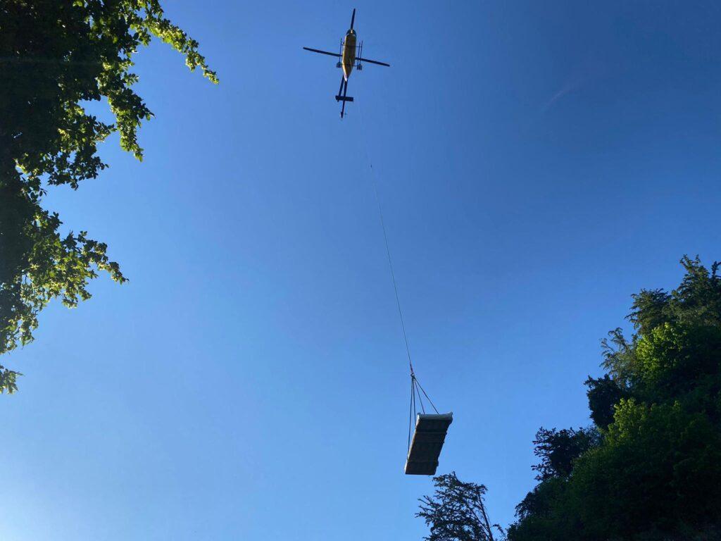 Transport via Luft mit dem Helikopter mit Richli